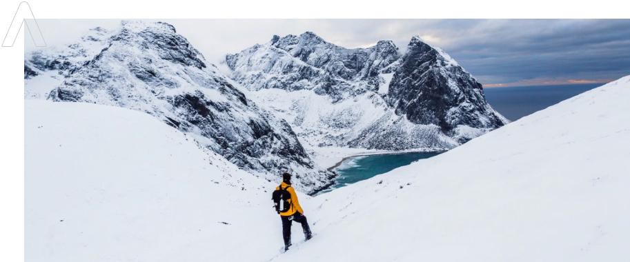 alpinista relajado con seguros de vida en murcia
